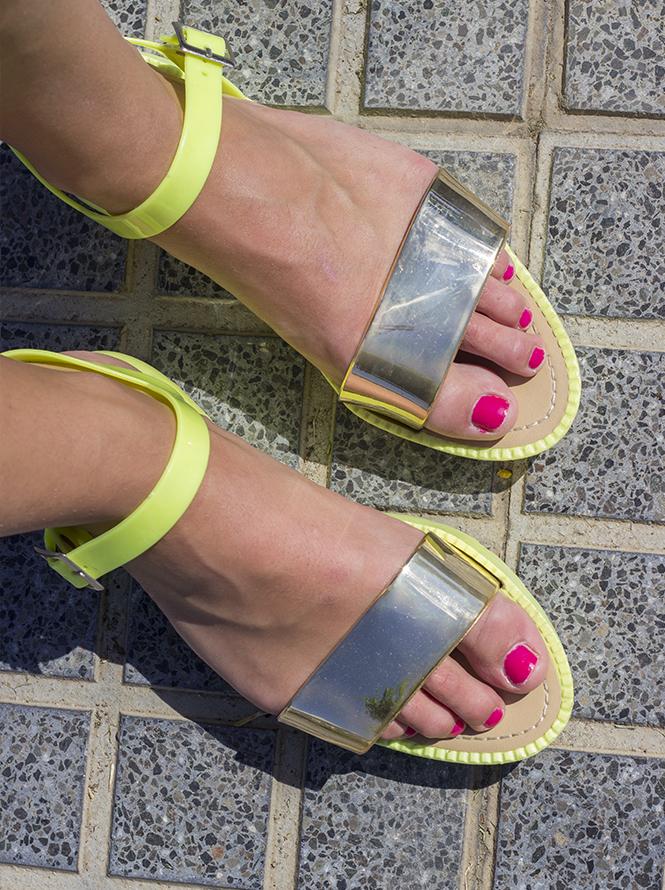 sandals fluor